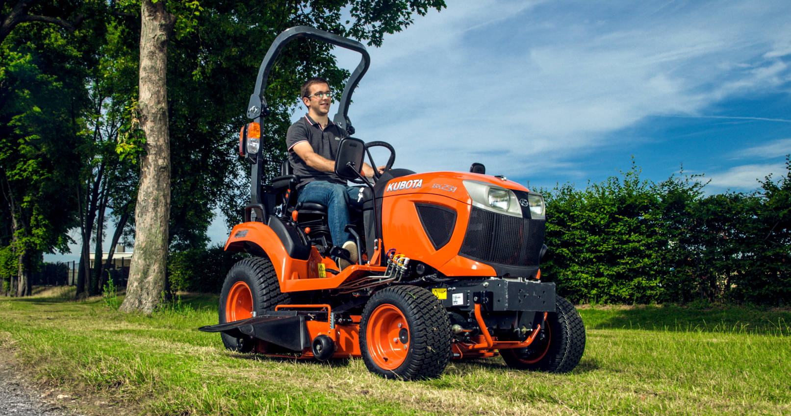 kubota bx231 compact tractor garden machinery. Black Bedroom Furniture Sets. Home Design Ideas